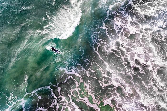 Серфенгист покоряет одну из самых мощных стихий. Автор фотографии: jcourtial.