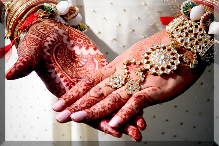 Традиционные индийские «татуировки» хной часто включают в себя растительные орнаменты.