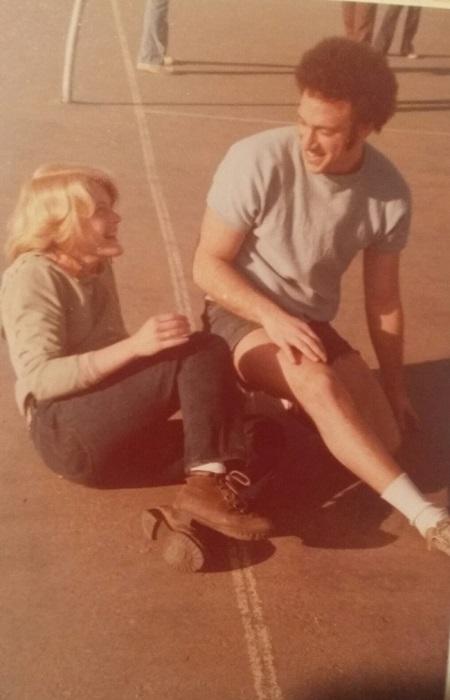 На волейбольной площадке, 35 лет назад, произошла судьбоносная встреча моих родителей.