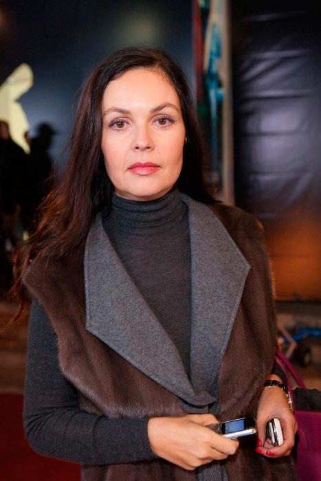 Телеведущая Первого канала выглядит моложе своего возраста и не заостряет внимания на изменениях во внешности.