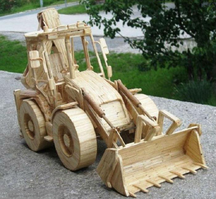 Выемочно-погрузочная машина цикличного действия для земляных работ и добычи полезных ископаемых.