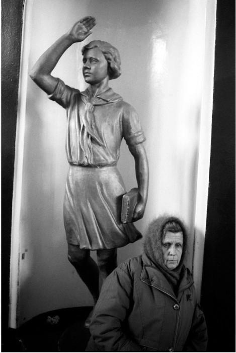 Статуя, выполненная в легкоузнаваемой стилистике советской скульптуры.