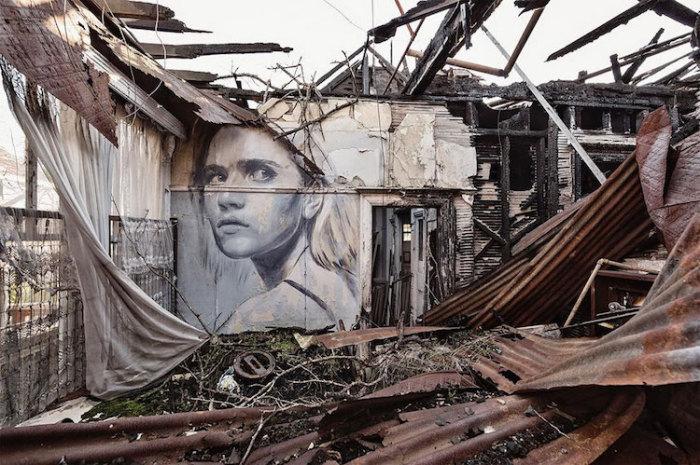 Недолговечность красоты в разрушающихся интерьерах.