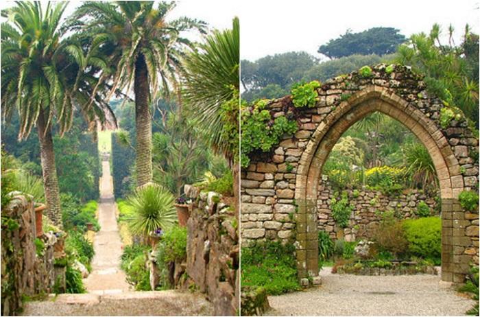 Сады расположены на острове Треско в островах Силли, Соединенное Королевство.