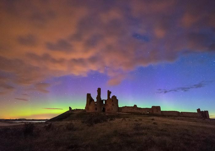 Замок расположен на севере Англии недалеко от южных границ Шотландии и первоначально принадлежал графу Томасу Ланкастеру, племяннику короля Эдуарда II.