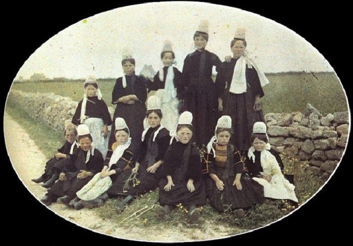 Группа Бретонцев в национальных костюмах, фотограф Адриен, 1918 год.