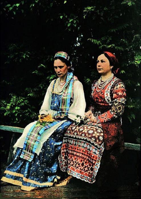 Русская женщина в традиционной одежде, фотография Римского-Корсакова, 1912 год.