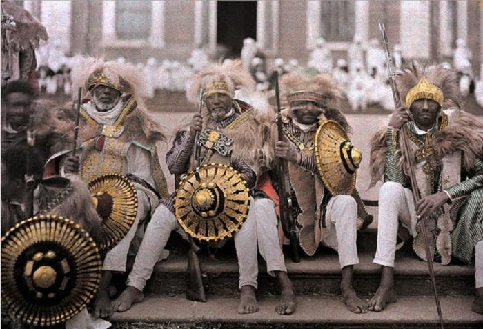 Одеты в традиционные наряды, фотограф Роберт Мур, 1930 год.