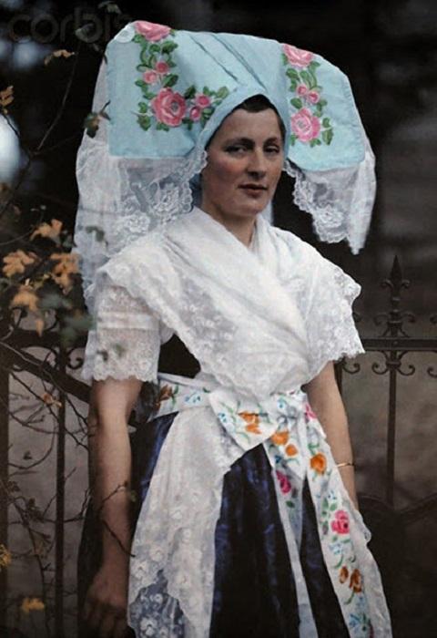 Лужицкая сербка в традиционном наряде, Германия, фотограф Ганс Гильденбранд, 1931 год.