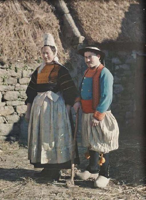 Бретонские крестьяне в национальной  одежде, Франция, фотограф Джордж Шевалье, 1920 год.