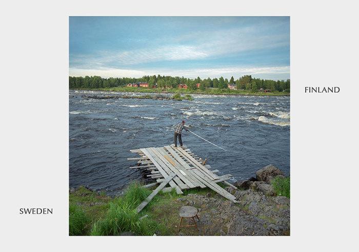 Бурная река разделяет два государства.