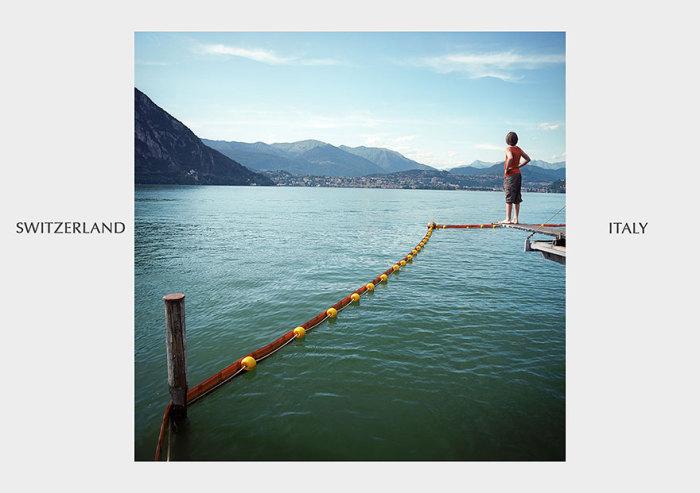 Буйки на воде, напоминание о водной границе.