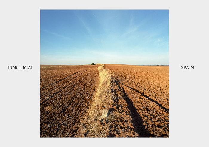 Клочок не паханой земли, разделяет два государства.