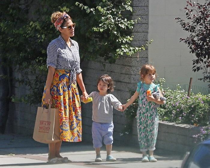 В 40 лет Ева родила дочку Эсмеральду Амаду 12 сентября 2014 года и Амаду Ли – 29 апреля 2016 года. /Фото: uznayvse.ru