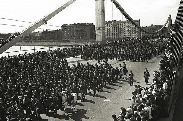 17 июля 1944 года по улицам столицы прошло почти 58 000 немецких солдат и офицеров.