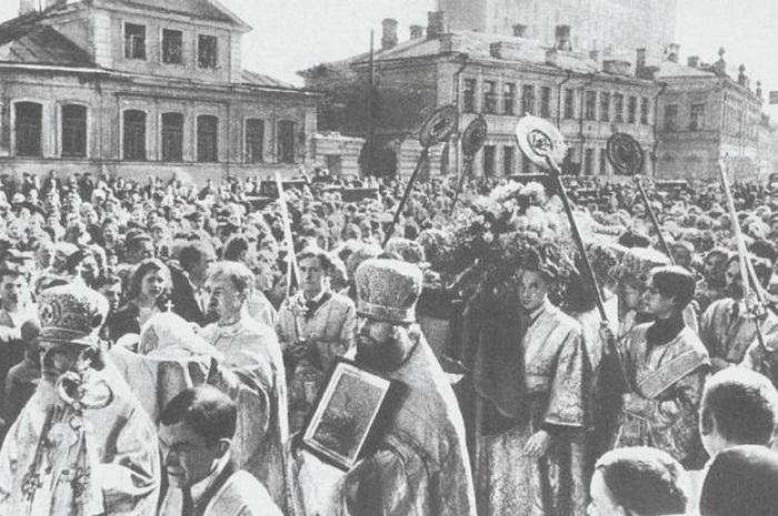 Похороны патриарха Московского и всея Руси Сергия. (18 мая 1944 года).