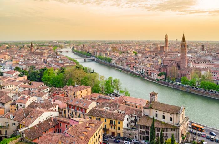 Была воспета великим Уильямом Шекспиром и стала одним из наиболее романтических мест мира и посещаемым городом Италии.