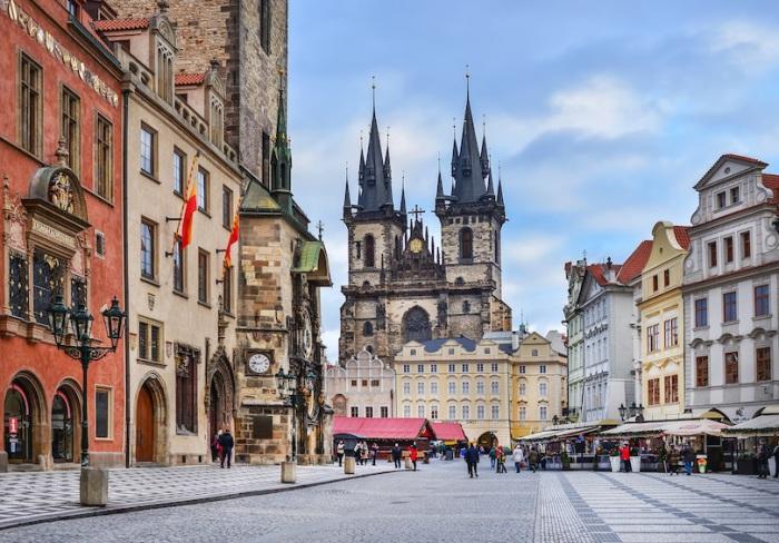 Волшебный город великолепных соборов, средневековой архитектуры, яркой культуры, изысканной кухни и энергичной атмосферы.
