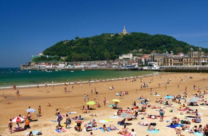 Цветущий курортный город, хорошо известен своими прекрасными пляжами и выдающимися кулинарными традициями.