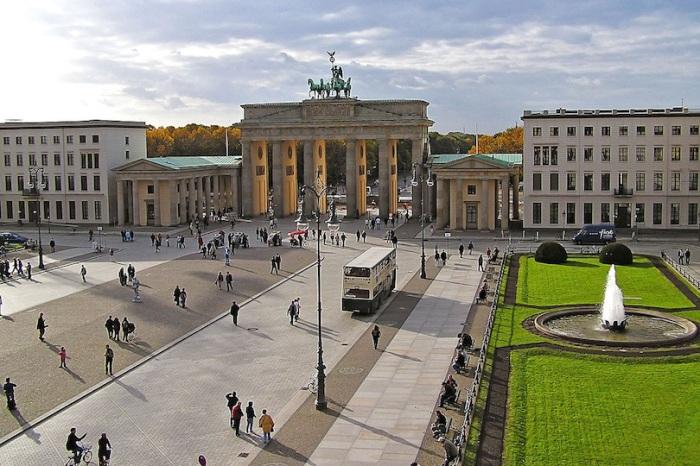 Важнейший культурный, политический и научный центр мира.