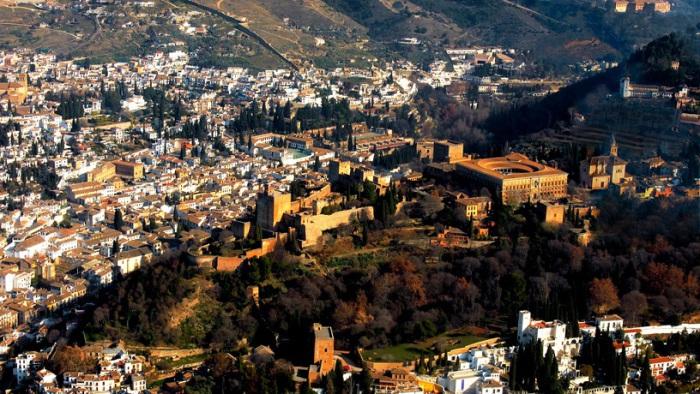 Испанский город, в котором сохранилось много исторических памятников маврской эпохи, а также готического периода и эпохи ренессанса.