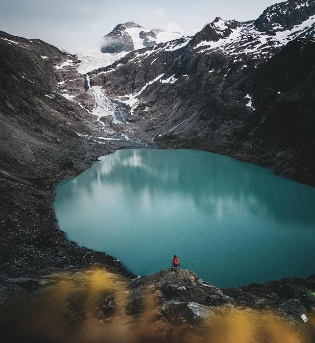 Место съемок: ледниковое озеро Трифтзе (Швейцария).