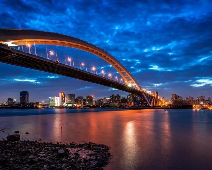 Второй по длине арочный мост и стальной арочный мост в мире, после Чаотяньмэнь в Чунцине.