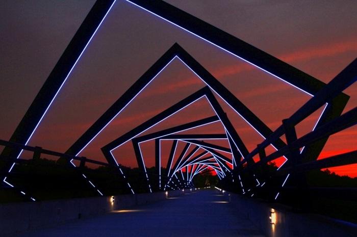 Переоборудованный мост бывшей железной дороги Union Pacific Railroad расположен в штате Айова и используется как пешеходный.