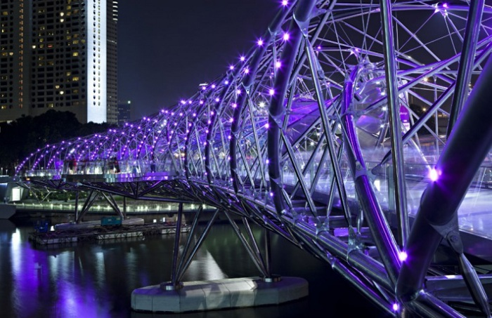 Спиральный мост, яркий представитель архитектурного стиля современного Сингапура.