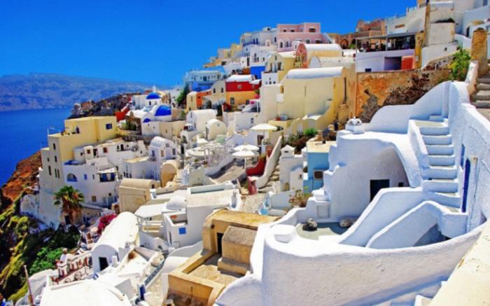 Остров вулканического происхождения в Эгейском море, входит в архипелаг Киклады.