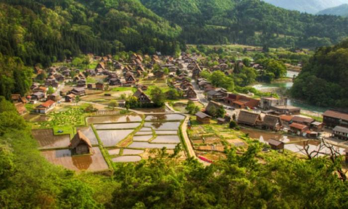 Село в Японии, расположенное на севере префектуры Гифу.