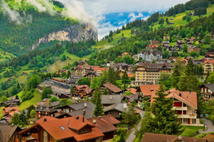 Одна из самых знаменитых и наиболее живописных горнолыжных станций Швейцарии.