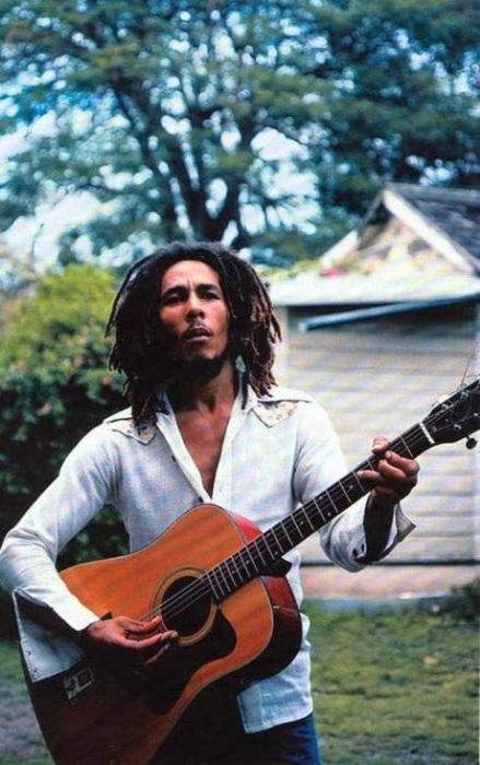 Ямайский музыкант, гитарист, вокалист и композитор.