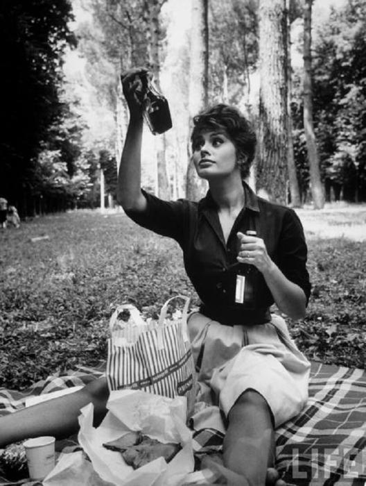 Итальянская актриса и певица, обладательница почётных премий всех основных кинофестивалей.