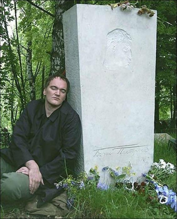 Квентин Тарантино на могиле своего литературного кумира с самого детства. Переделкино, 2004 год.