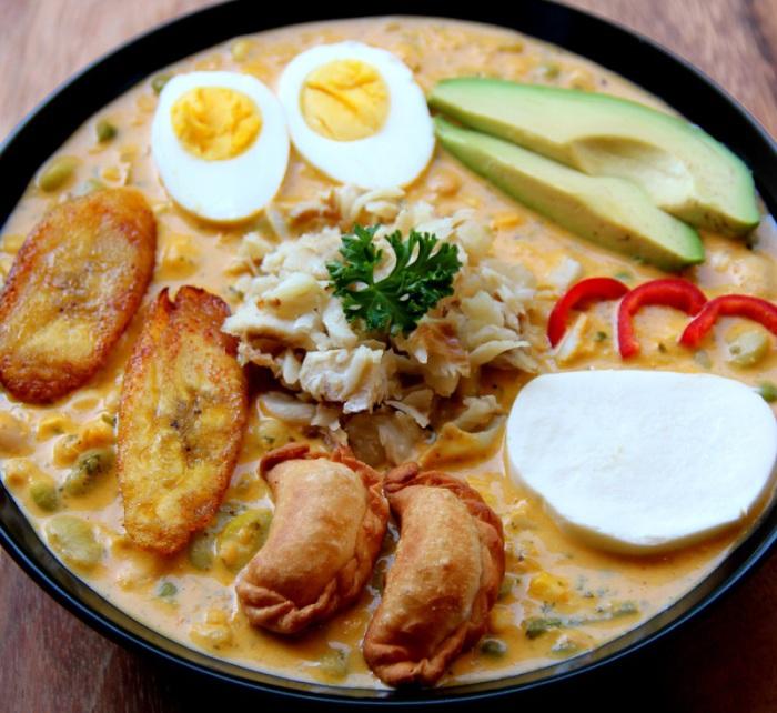 Эквадорский густой суп из рыбы и нескольких видов зерновых, который традиционно подается в Святую пятницу.