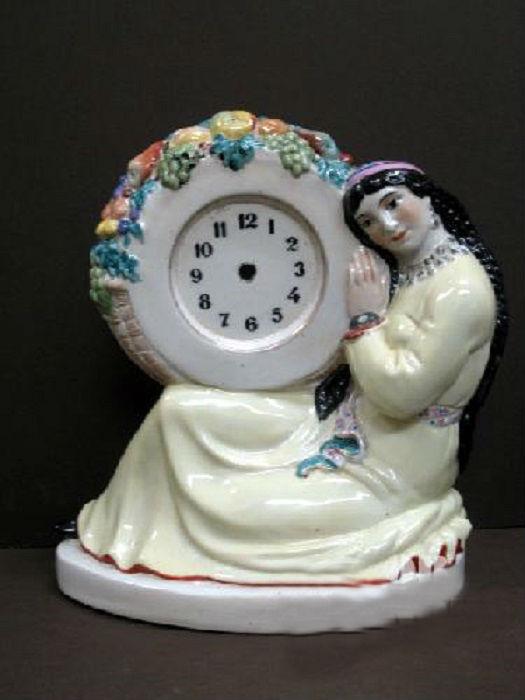 Фарфоровые часы в оригинальном исполнении. Автор Данько Наталья.
