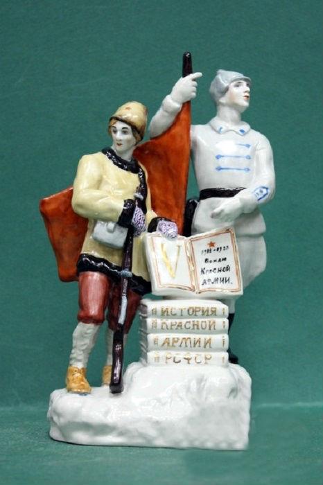 Скульптура посвященная пятилетию Красной Армии. Автор Данько Наталья.