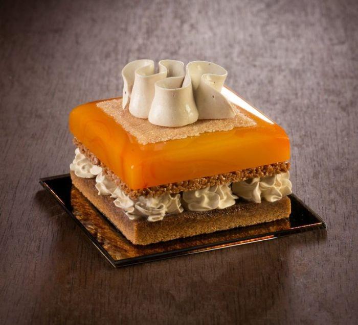 Создавая прекрасные, но несъедобные десерты, художница-стеклодув перепробовала все известные методы работы со стеклом.