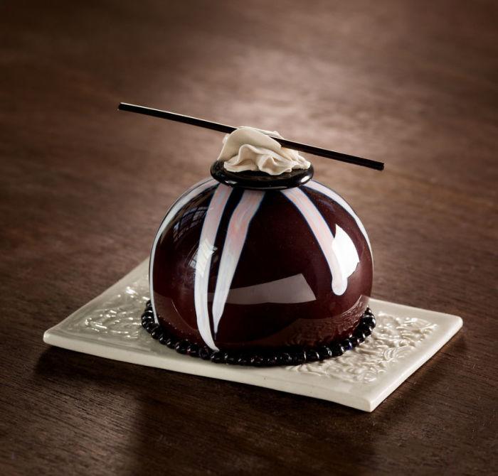 Любовь к десертам и работе со стеклом вдохновляет Шайну Лейб на создание сложных и уникальных шедевров.