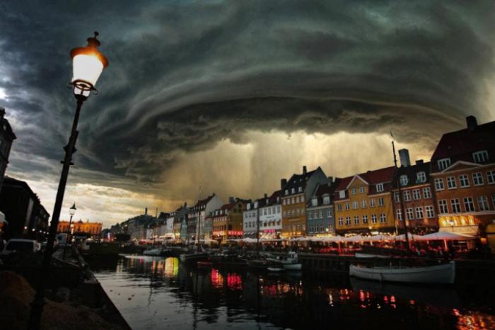 Великолепный вид шторма в Дании.