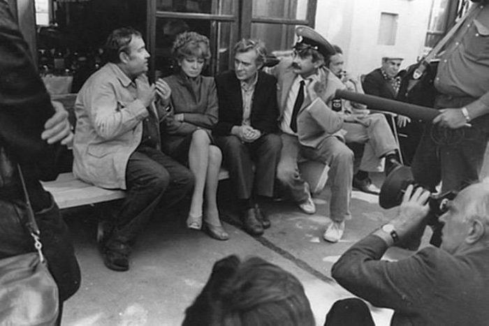 Рабочий момент на съёмочной площадке фильма: Эльдар Рязанов, Людмила Гурченко, Олег Басилашвили и Никита Михалков.