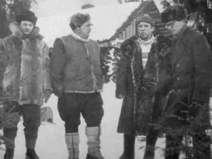 Актёры Георгий Вицин, Евгений Моргунов, Юрий Никулин и режиссёр Леонид Гайдай во время рабочего момента.
