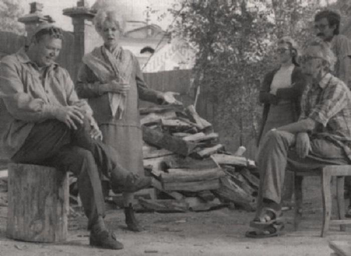 Режиссёр Леонид Гайдай, актёры Вячеслав Невинный и Нина Гребешкова и другие участники съёмочного процесса.
