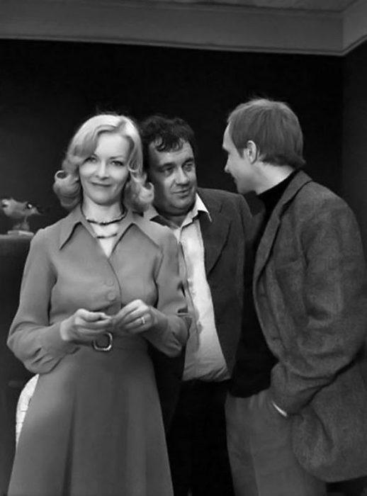 Рабочий момент режиссёра Эльдара Рязанова и актёров Барбары Брыльской и Андрея Мягкова во время съёмок фильма.