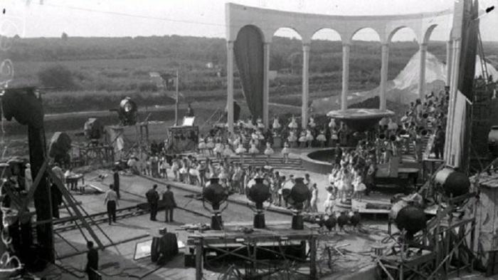 Съёмочная площадка первой музыкальной кинокомедии.
