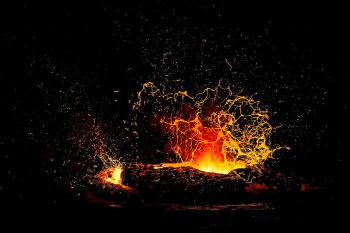 В океан выливается поток лавы из вулкана Килауэа на острове Гавайи. Автор фотографии: Александр Хес (Alexandre Hec), Франция.