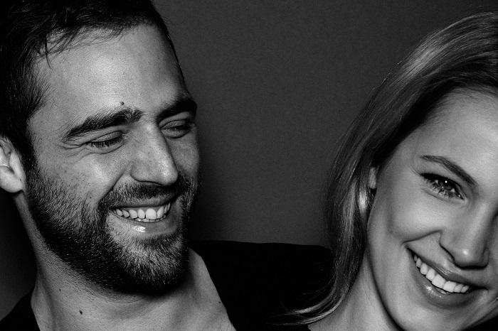 Чёрно-белые портреты влюблённых пар.