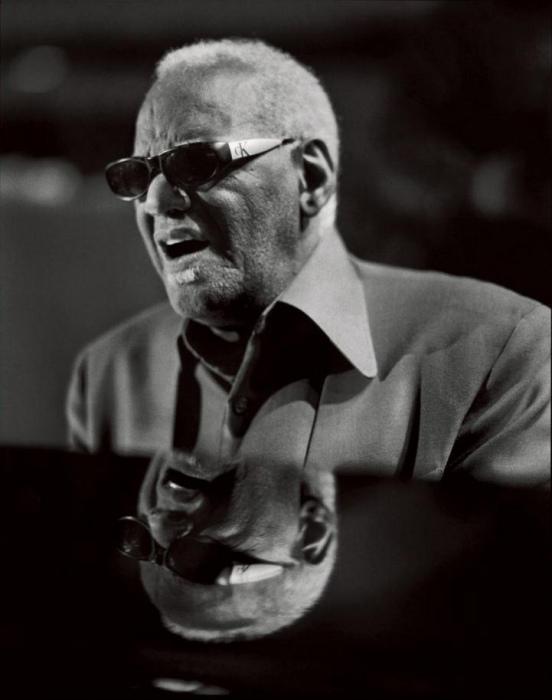 Американский джазовый и кантри-певец, пианист, композитор.