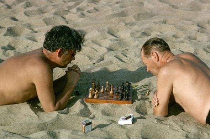 Любители шахмат на отдыхе, 1964 год.